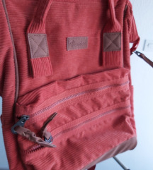 Nenošen zagasito narančasti ruksak