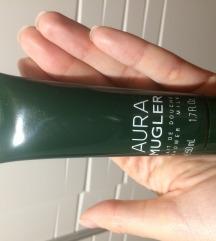 Aura mugler, shower milk