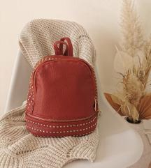 Crveni ruksak (boje vina)