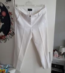 Bijele hlače na crtu
