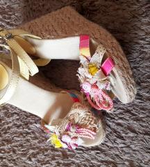 Sandale  37  sa ptt