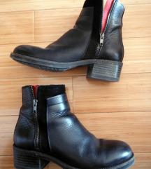 Crne čizme/gležnjače-na rezervi