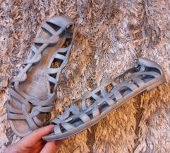 Nove sive sandale