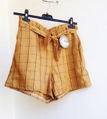 Nove s etiketom kratke hlače M/L