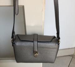 Mala carpisa torbica