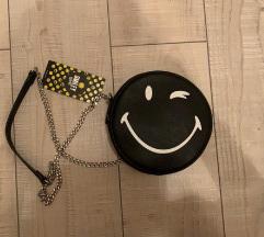 Crna smiley torbica s etiketom