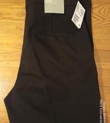 Nove H&M crne hlace s etiketom