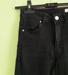 Crne uske hlače jako visokog struka