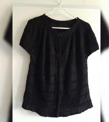 Crni pleteni kratki kardigan