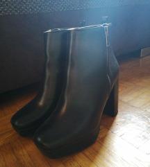 BERSHKA crne čizme visoke pete