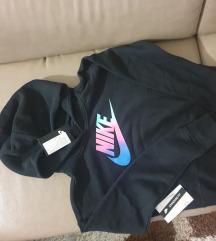 Nike s etiketom