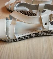 Bata bijele sandale