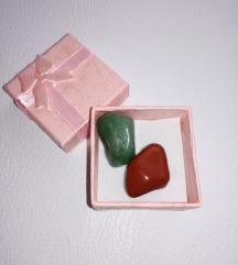 Crveni jaspis i zeleni žad