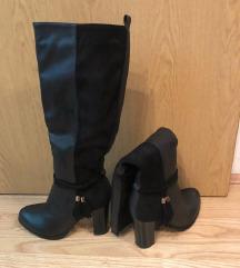 Visoke crne čizme *