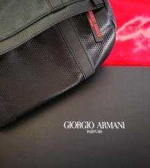 Armani kozmetička torbica.