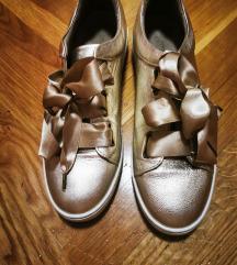 %%200 Zlatne cipele tenisice 40