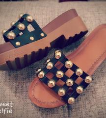Papuce zakovicama