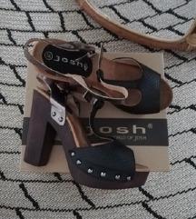 Josh sandale na petu