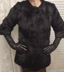Novo crna krznena bunda