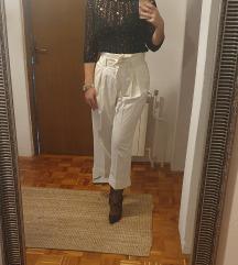 Bijele hlače visokog stuka