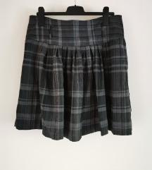 Mana Karirana suknja