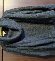 Ženski pulover tipa dolčevita