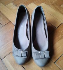 Elegantne cipele krem boje