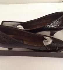 Svečane, lakirane cipele