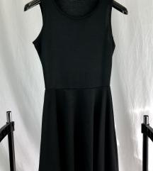 Crna mini haljinica