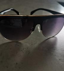 Naočale sa zlatnim obrubom