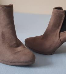 Ženske sivo smećkaste kožne čizme gležnjače