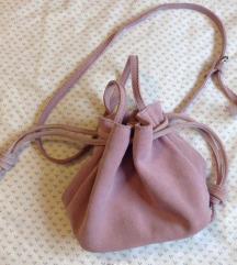 Bershka kožna torbica
