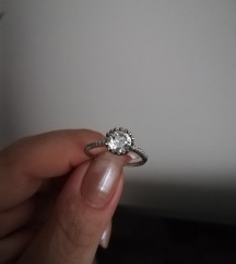 Srebrni prsten s cirkonom