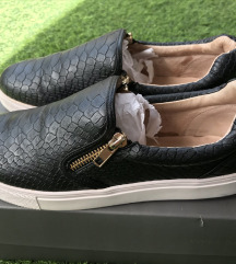 Vince Camuto , 38