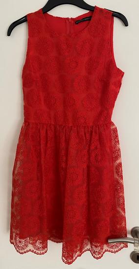 Zara crvena čipkasta haljina