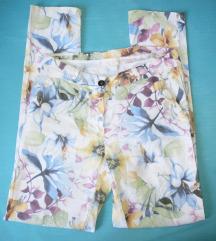 Pamučne hlače s cvijetnim uzorkom