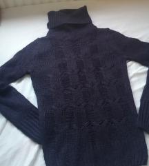 Ljubičasti novi pulover