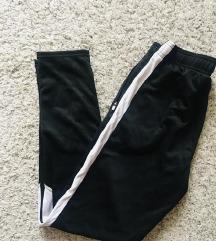 Crno bijele joggers hlače trenirka vel XS-S
