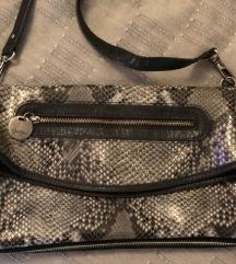 Crossbody torba zmijskog uzorka