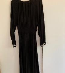 Duga haljina s perlicama na rukavima