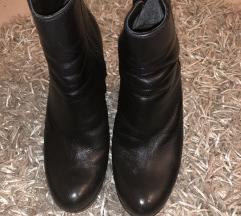 Crne kozne cizme na petu