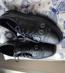 Cipele sa zakovicama 40