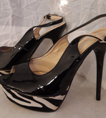 Visoke crne atraktivne sandale