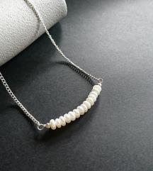 Handmade ogrlica s riječnim biserima i piritom