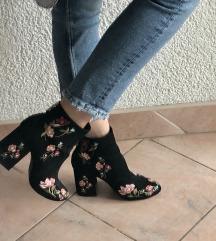 Cvijetne cizme bershka  🌸