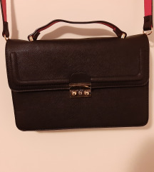 Crna torbica srednje veličine