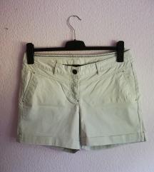 Kao nove kratke hlače Jean Pascale