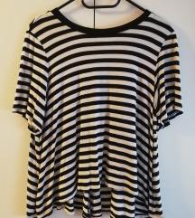 Crno bijela prugasta majica
