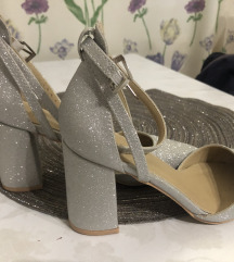 Ženske sandale na petu 37