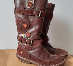 Smeđe *Art čizme s ukrasnim detaljima
